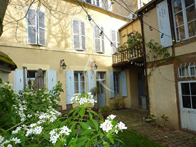 EN VENTE - NEVERS - Maison familiale possible profession libérale. 6 Chambres,
